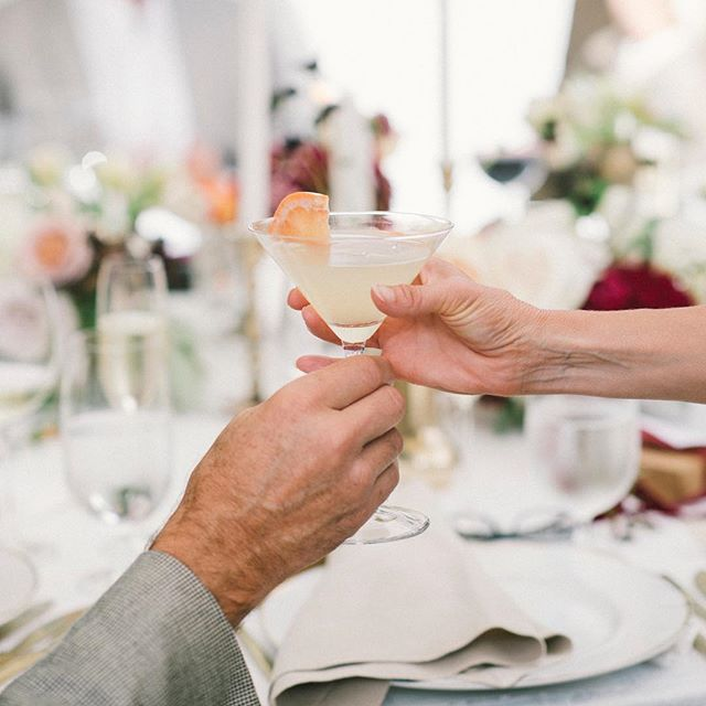 National Cocktail Day, you say? Cheers! ⠀⠀⠀⠀⠀⠀⠀⠀⠀ Photography: @normanandblake. Venue & Catering: @sanysidroranch.