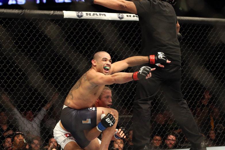 """Renan Barao """"stops"""" Urijah Faber at UFC 169"""