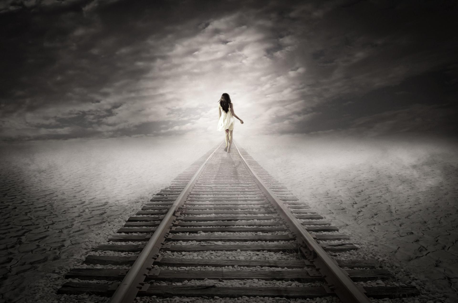 woman-walking-away-1464338209ST2.jpg
