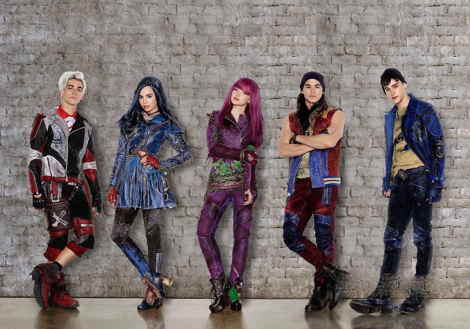 Descendants 2_FIRST LOOK 2.jpg