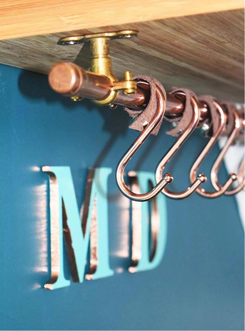 FEATURE COPPER HOOKS