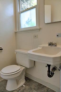 Del Valle - Bathroom 2.jpg