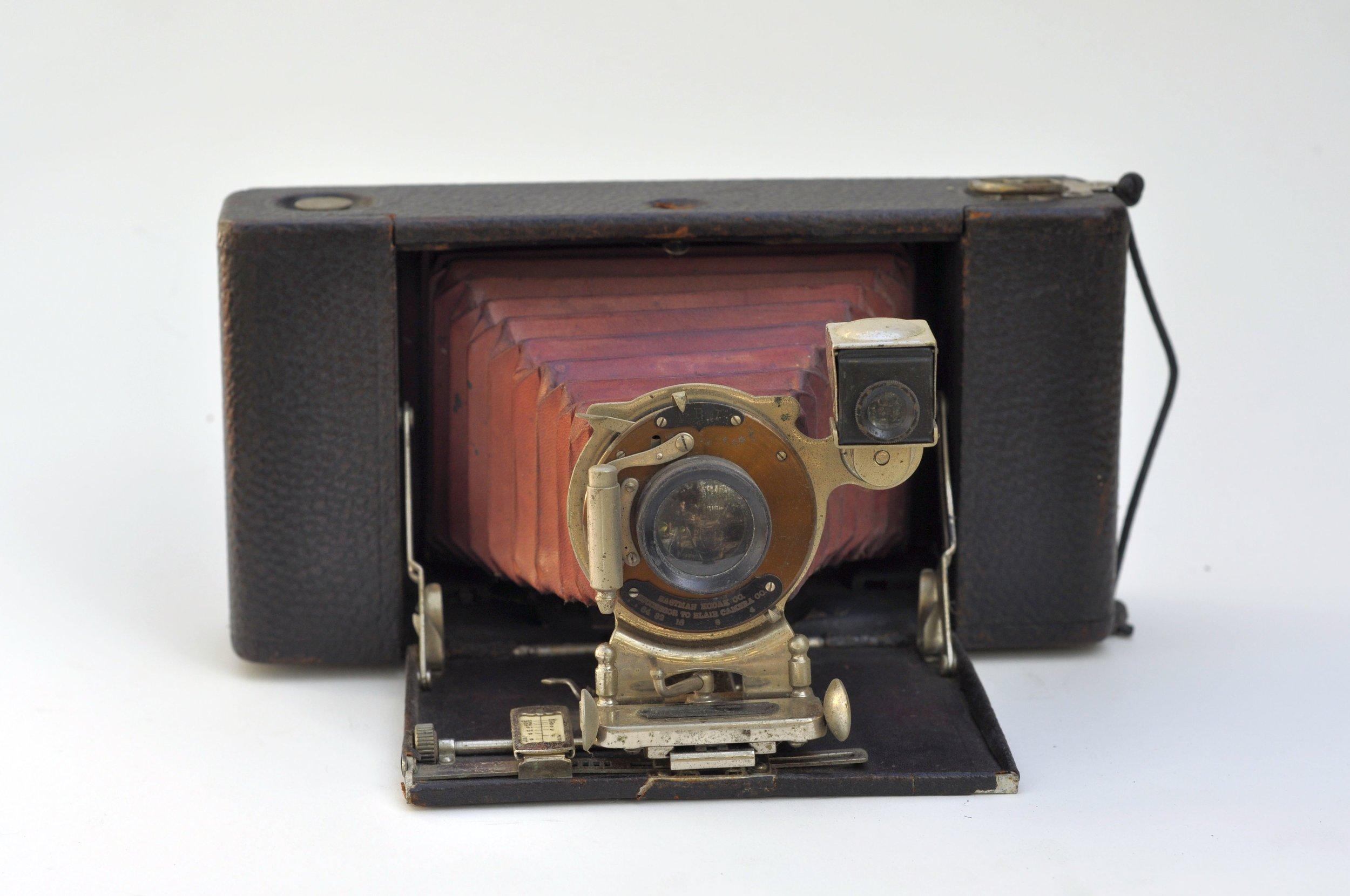 Source: Wikimedia: File:Kodak No 3A Folding Hawk-Eye model 1 - 1.JPG