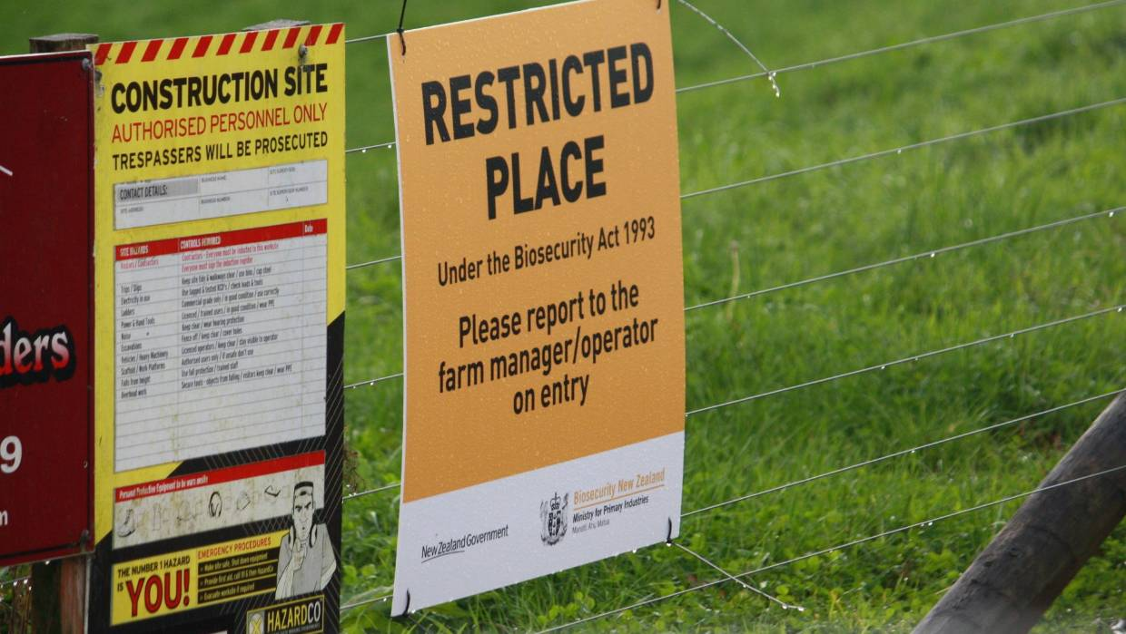 A restricted place notice on the roadside of a Mycoplasma bovis infected farm .