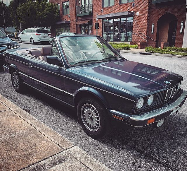 The newest addition to the Goolsby clan. 1988 E30. I. Love. This. Car.