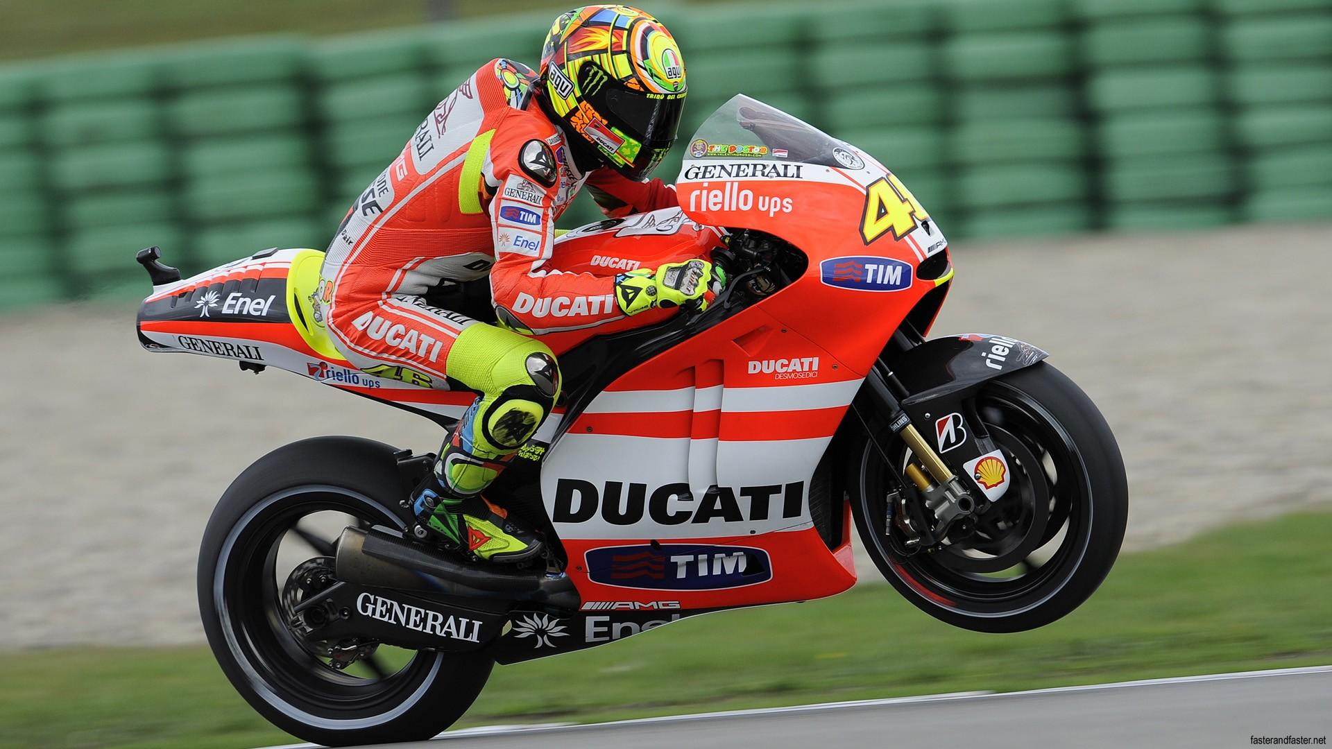 Bikes_Ducati_Ducati_Sportbike_Wheelie_Motion_Blur_Valentino_Rossi_34865.jpg
