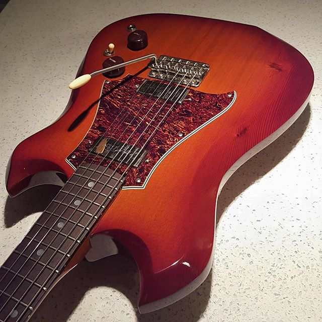 Miss this beautiful @roninguitars Kingbird! . #boutiqueguitars #customguitars #roninguitars #guitarsofinstagram #guitarsdaily #handmade #guitars #masterpiece #luthier #guitarporn #geartalk #knowyourtone #gearybusey #bespoke #guitarselectric