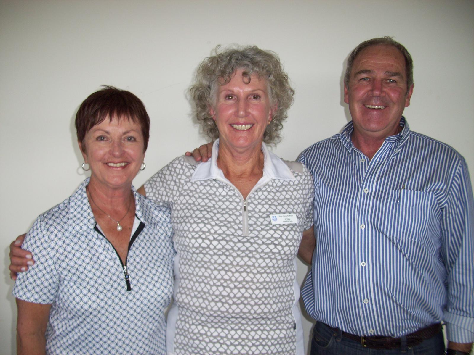 Lyn Stratfold (centre) with sponsors, Bev & Alan Kluske of Mr Menswear