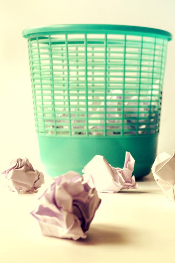 kaboompics.com_Broken bottles.jpg