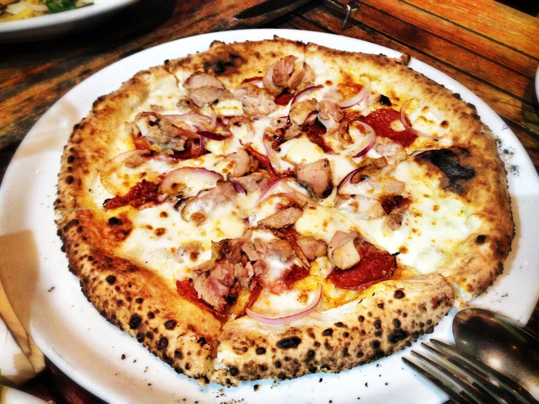 Diavalo e Cipolla Pizza