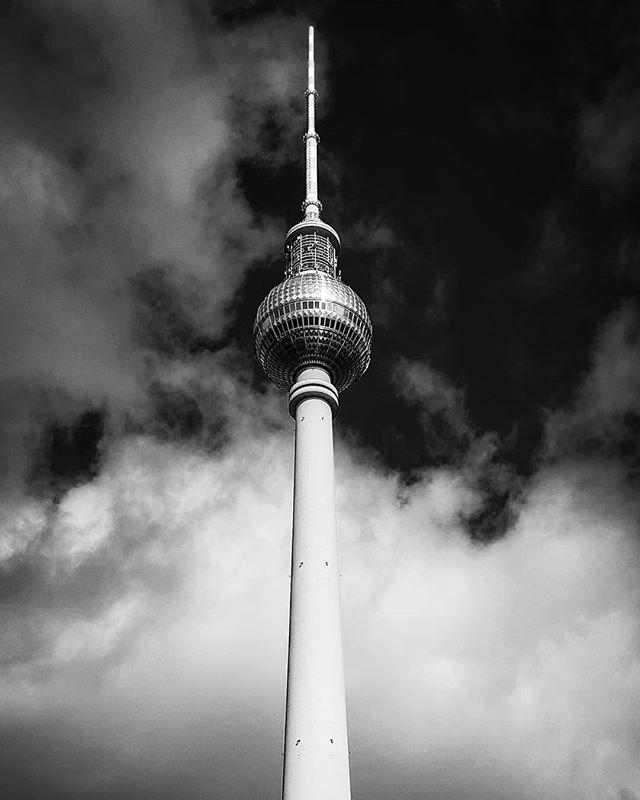 Tv Tower 🇩🇪 _ _ _ _ _ 🖍️/ 📸 by @stephsimorka #creative #artwork #creation #artphotography #artistsoninstagram #art #blackandwhite #artdirector #canon #sigma30mmart #samsung #momentlenstele #momentlens #photography #graphicdesign #design #pixelandlens #pantoneproject #berlin #germany #tvtowerberlin @mellowjess