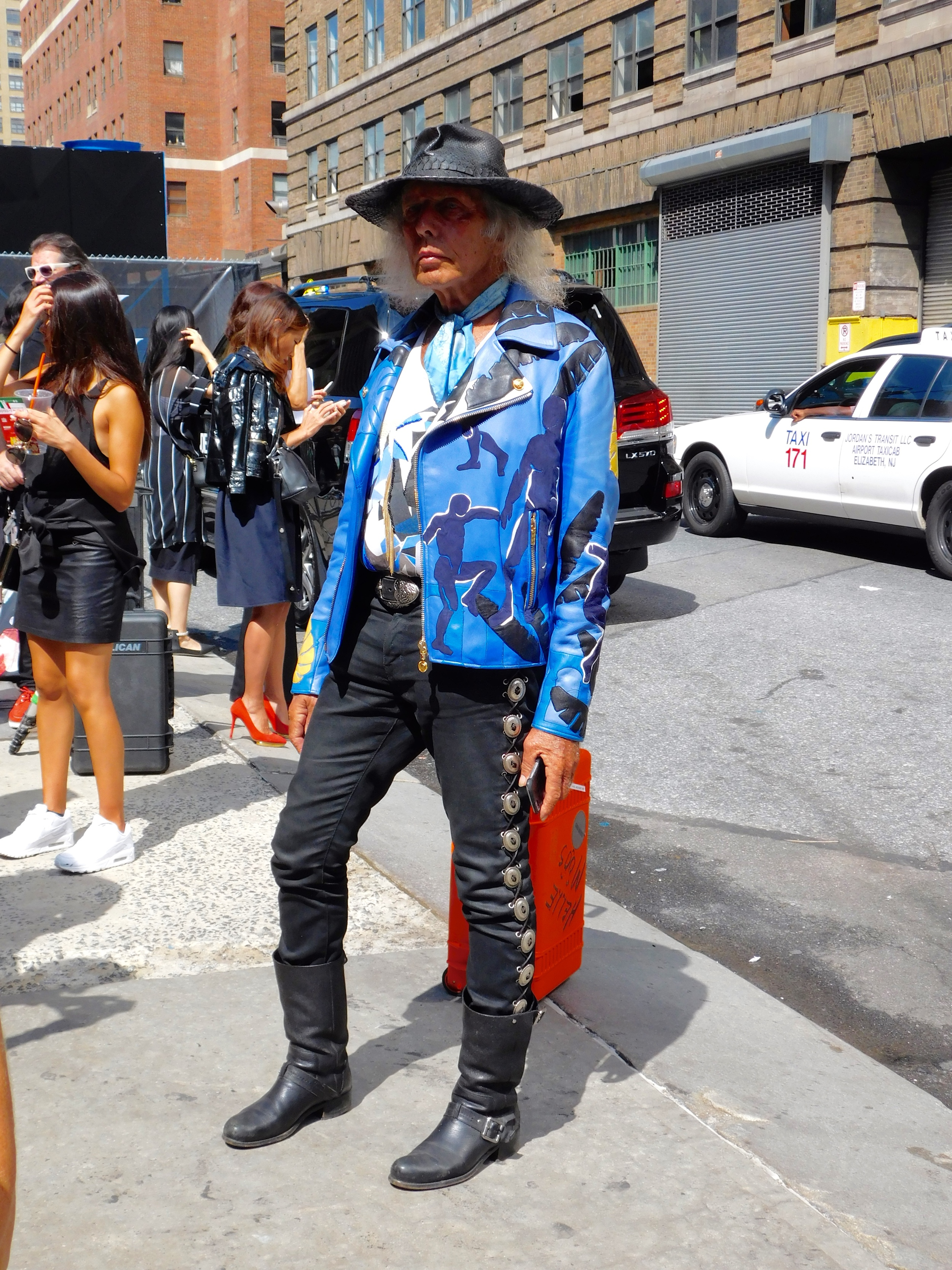 NBA superfan James Goldstien is a living legend with this outfit.