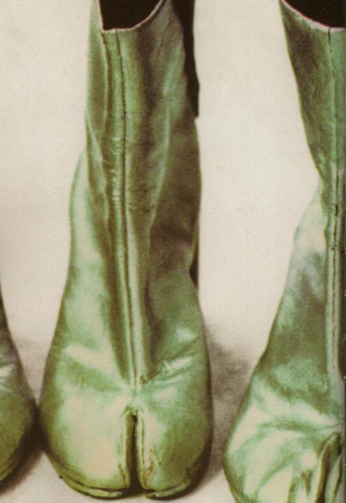 Maison Martin Margiela - A-W 1989 - Tabi boots - Photo Ronald Stoops.jpg
