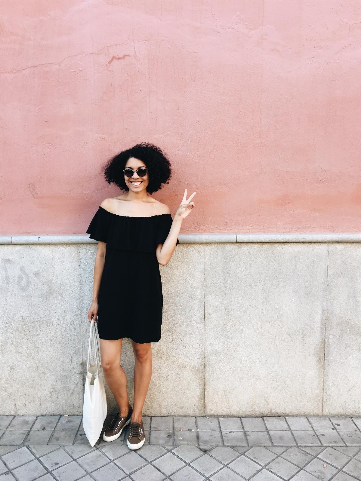 b1878-seesoomuch_minimalist_travel_wardrobe_packingseesoomuch_minimalist_travel_wardrobe_packing.jpg