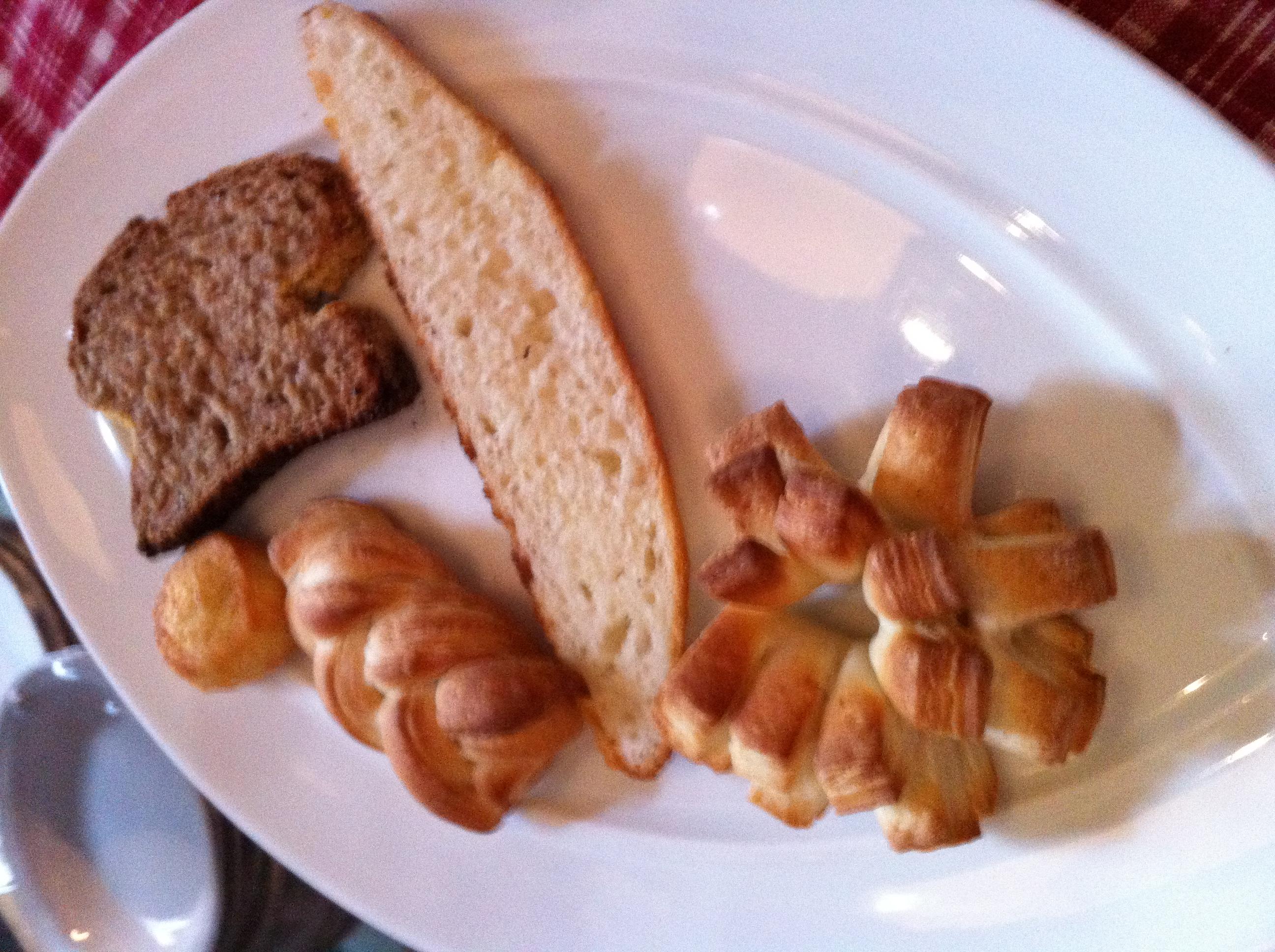 Os pães que foram servidos. Destaque para a Cremoninha fofa (este que parece uma estrela)!