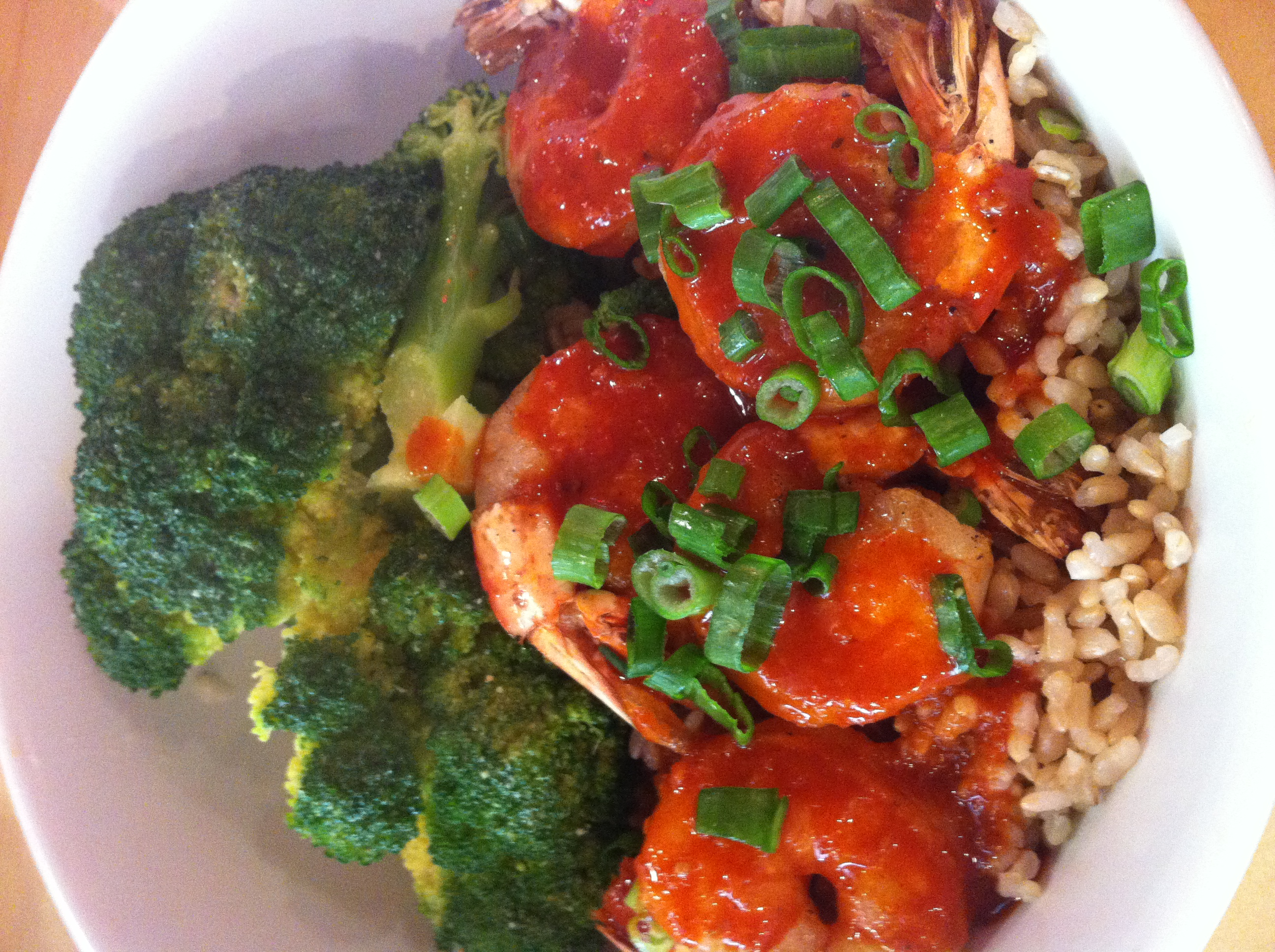 Sae Woo  : Camarão frito picantíssimo, Butter'd Broccoli e arroz de côco delicioso.