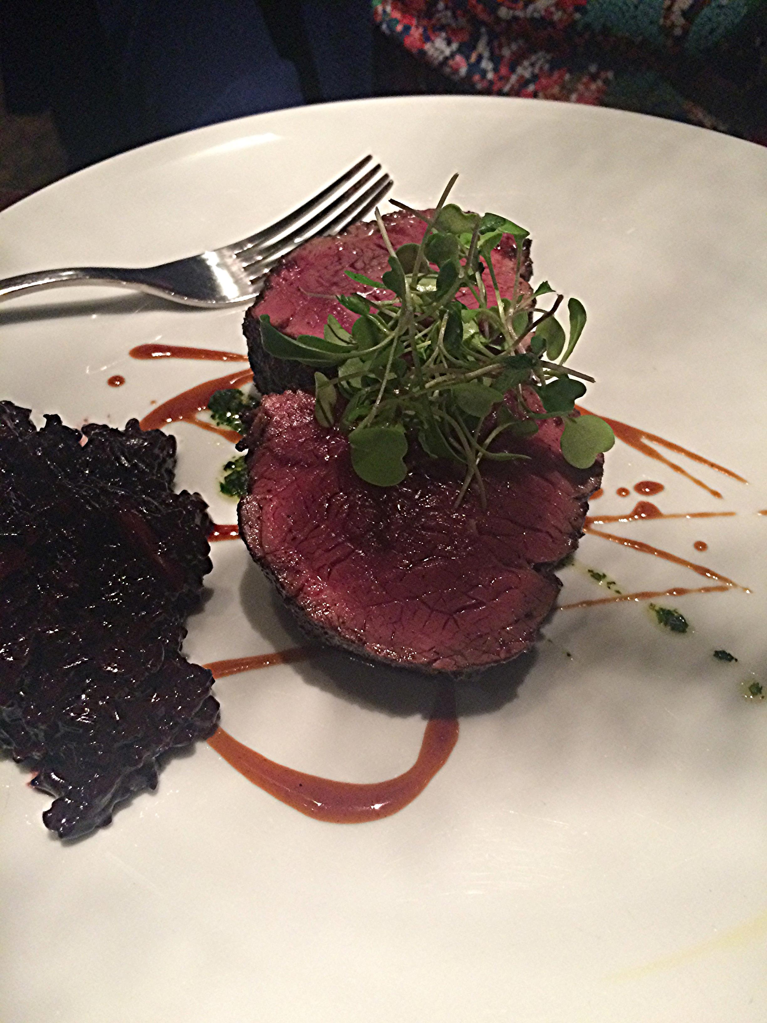 Filé com arroz proibido, o prato que minha amiga pediu. Pense numa carne bem selada?