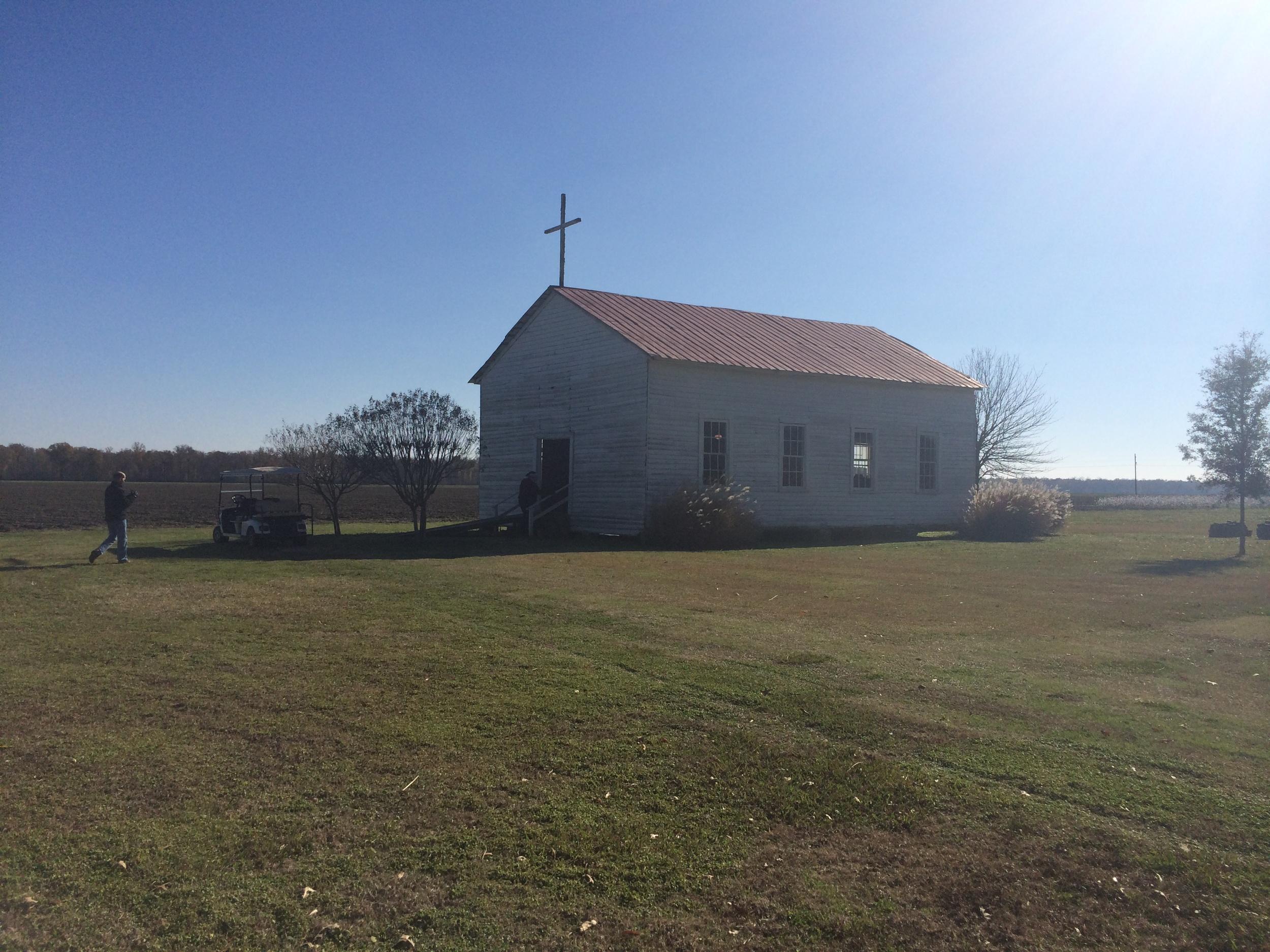 A capela onde aconteciam os cultos e os casamentos. para saber mais, clique  aqui .