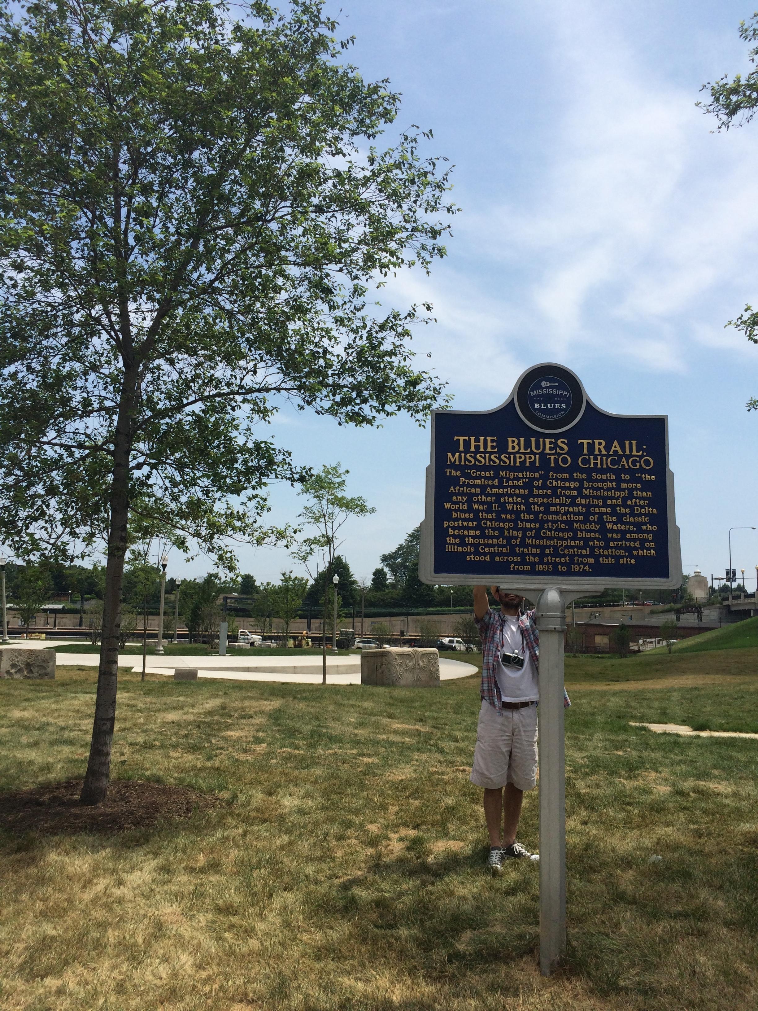 Blues Trail Mark . Há uma trilha inteira marcada com placas como esta, espalhada por vários estados americanos. Fãs de Blues podem fazer uma viagem tomando-as como base. Visitamos algumas ao longo desta viagem. Muito legal!