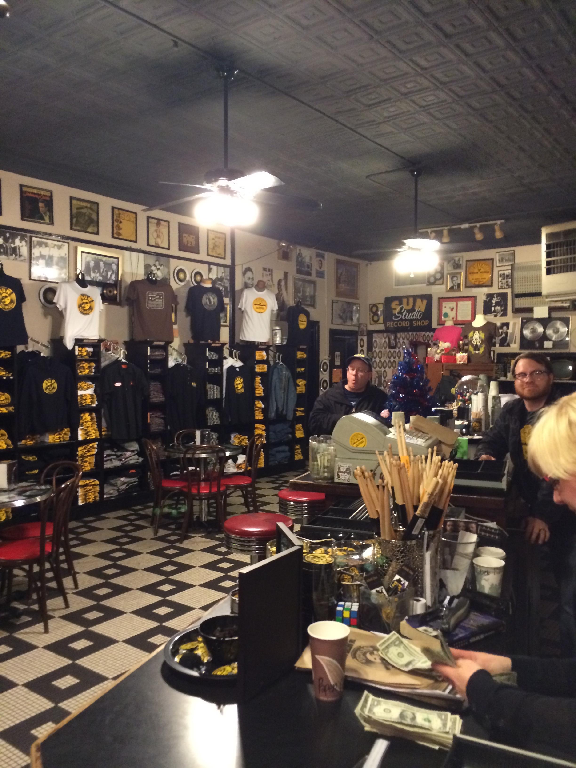 A parte principal da Sun Studio que hoje funciona como um museu. Um lugar pra tomar um café ou uma cerveja e comprar  souvenires . Não deixe de fazer o  tour!!!