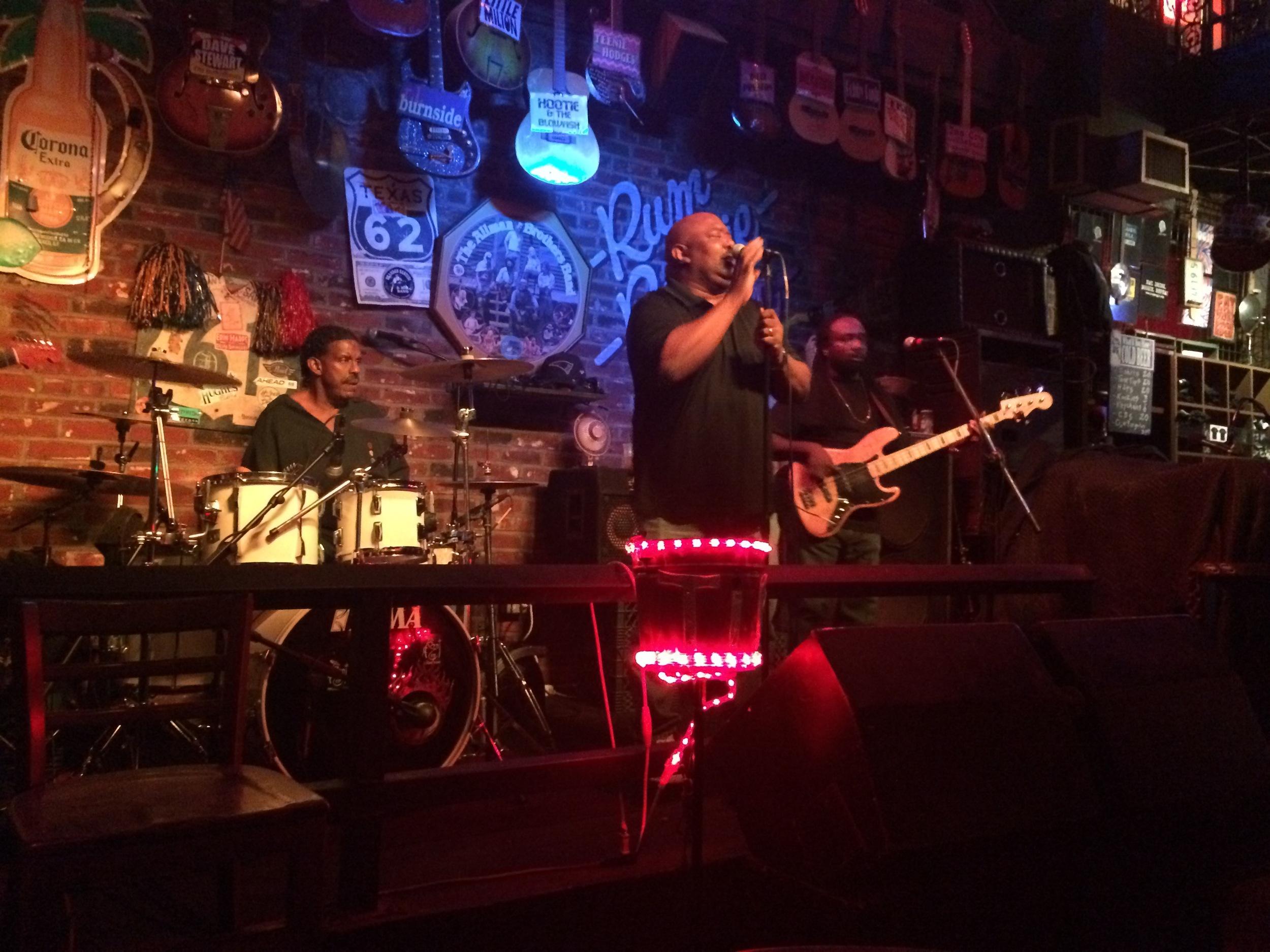 Banda que assistimos no   Rum Boggie Café  na  Beale Street.