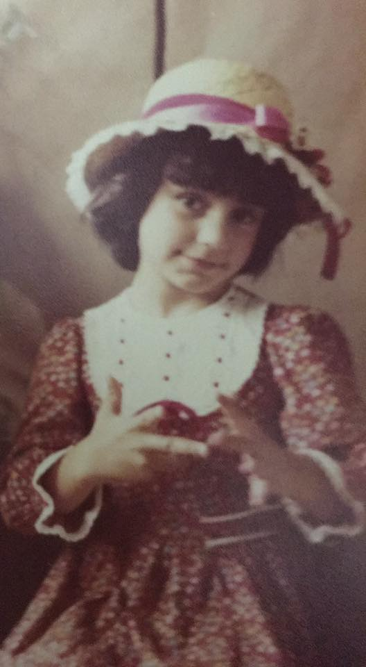 Ainda criança, vestida de caipira pra festinha junina da escola.