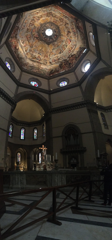Os afrescos na parte interior da cúpula.