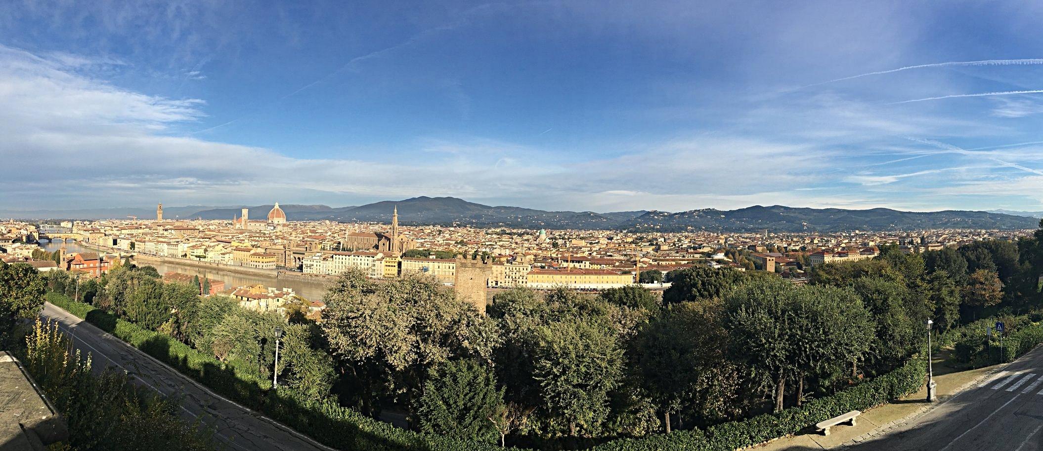 Vista panorâmica da cidade na Praça Michelângelo.