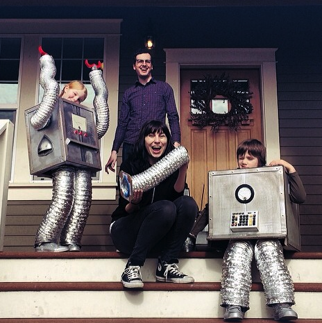 julian-and-emily-with-the-robot-kids-1-1.png