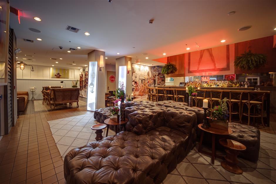 miami-south-beach-boutique-hotel-bar-retro.jpg