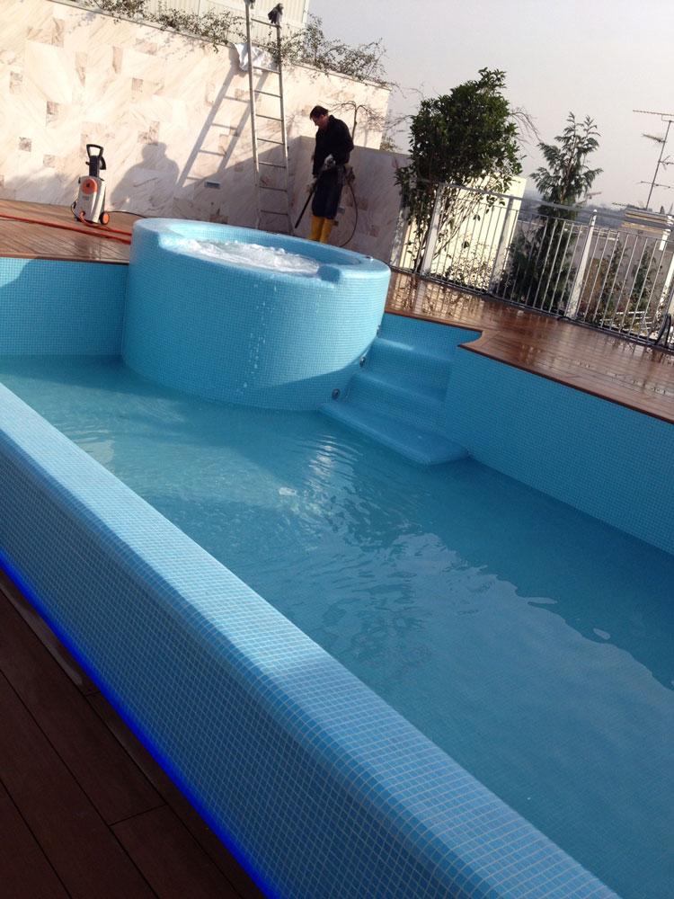 Prova a tenuta di una piscina Preformati Italia