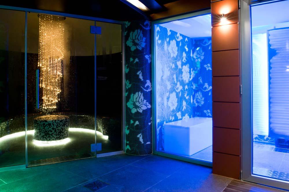 Esempio di lettino relax per centro benessere installato su nave da crociera //Example of relaxing bed on a cruise ship