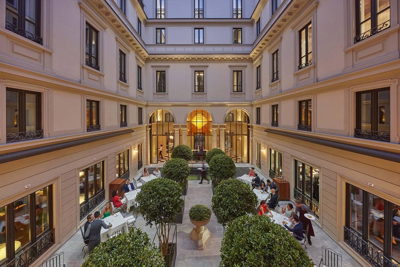 Giardino interno Mandarin Hotel Milano