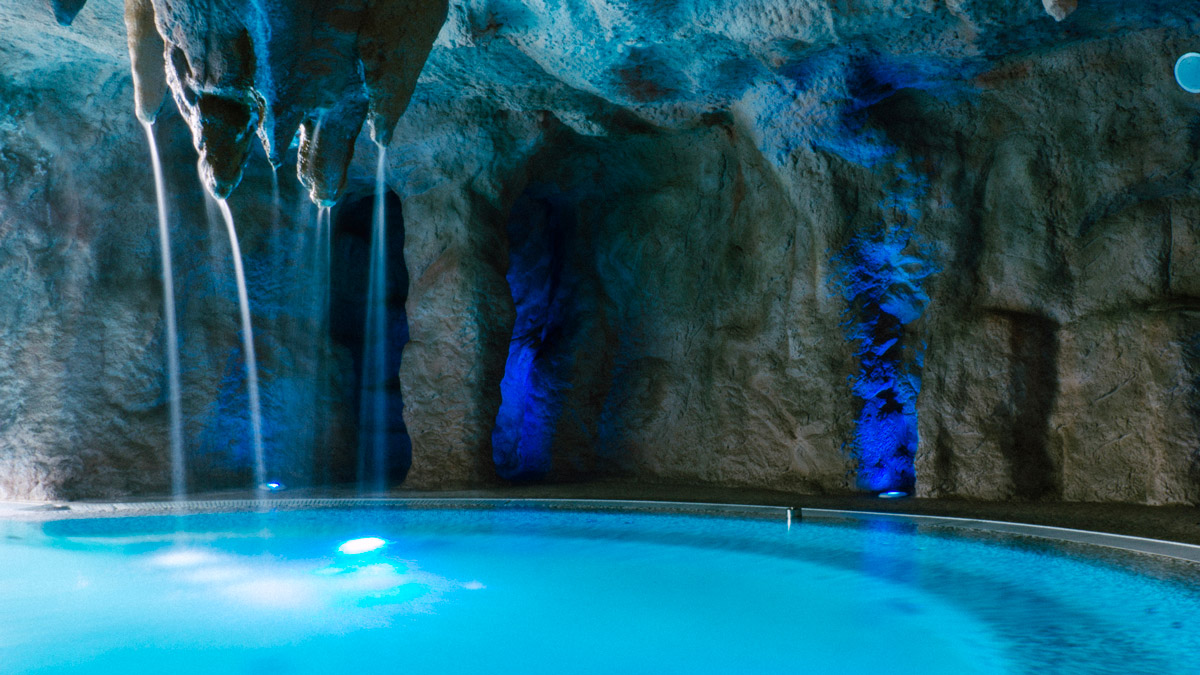 [[Una grotta termale a base di relax e EPS///  A thermal cavern composed of relax and EPS]]