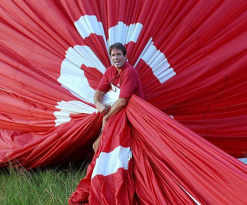 Kevin Flanagan packs up a balloon.