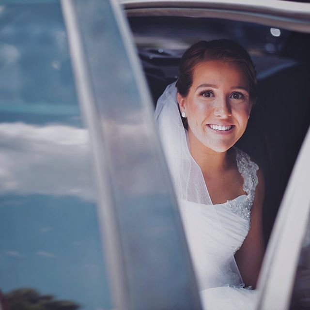 Emily, as she leaves to meet her husband-to-be ❤️ It has become one of my favorite parts to shoot during a wedding, that moment when the bride is on her way, and when it hits that this is about to get really real 😍