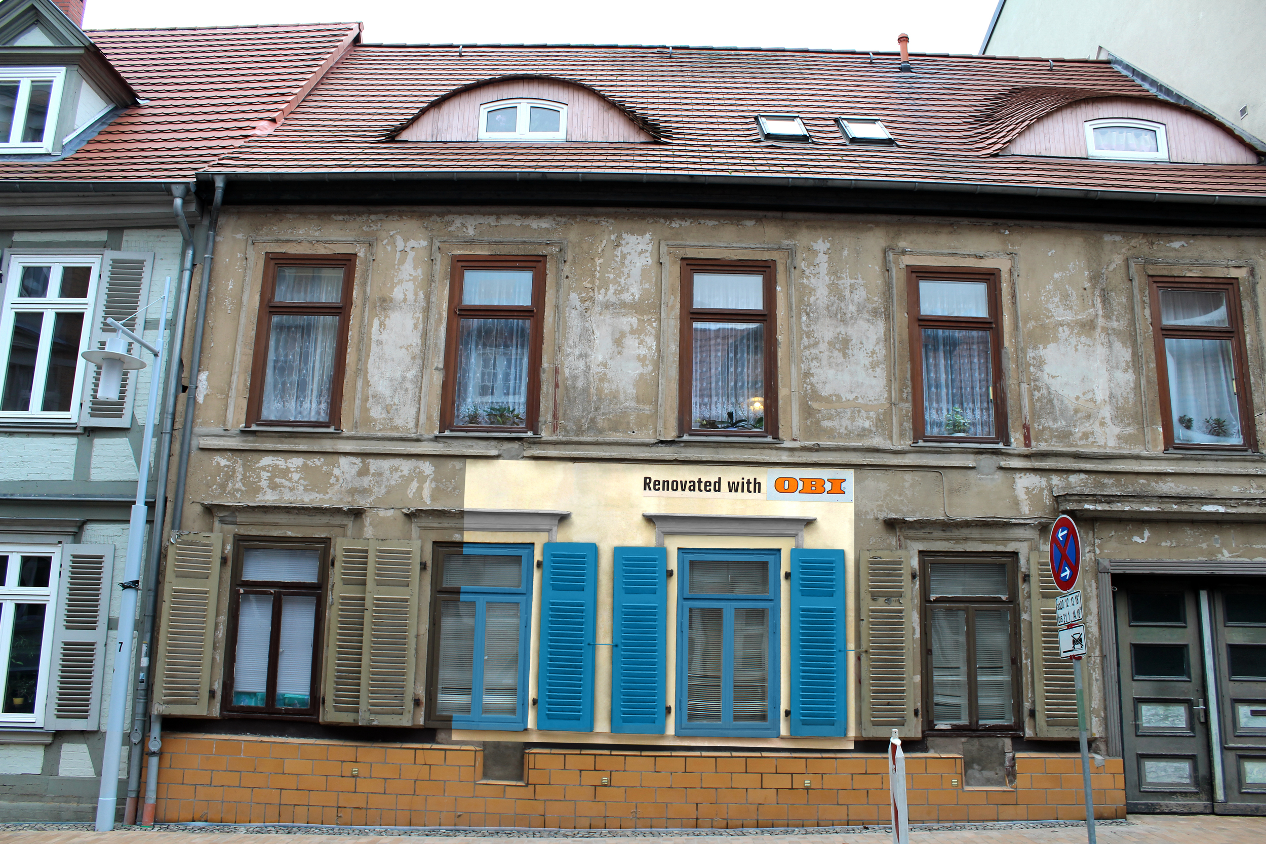 ENGL_OBI_Haus_08_fensterläden_gelb.jpg