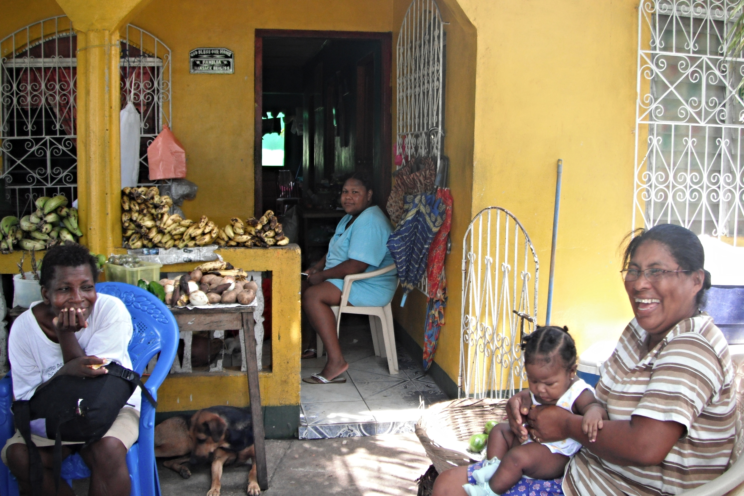 The smallest stores are set up in living roomsand on porches, often selling produce directly from the shop owner's farm.