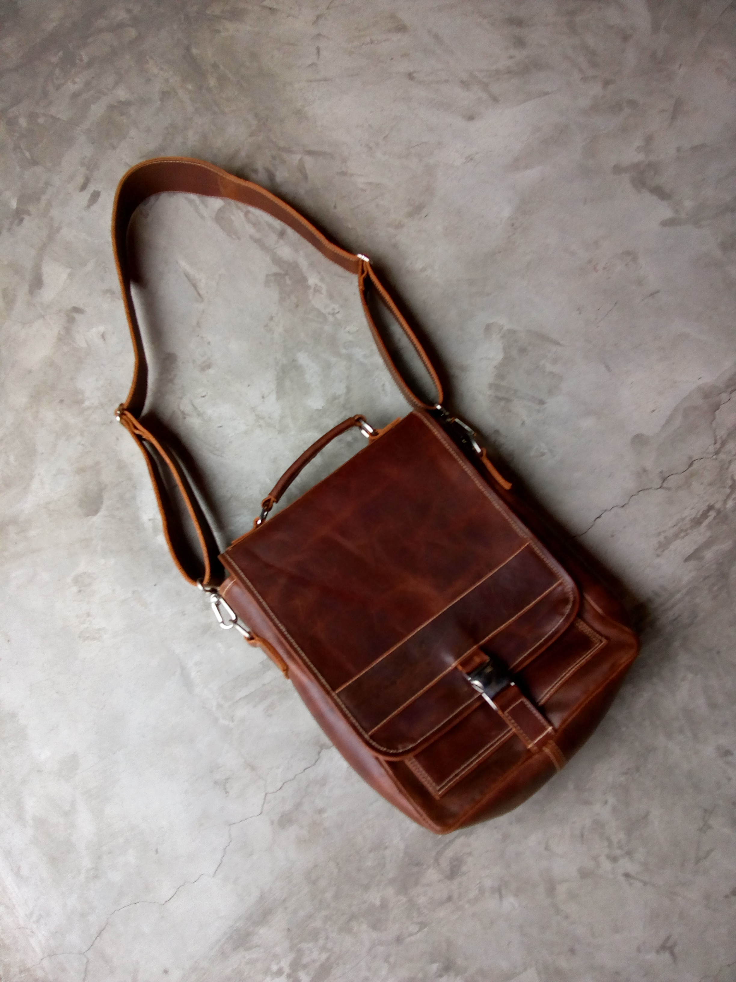 Messenger bag (1).jpg