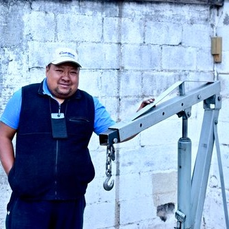 Giovanni Caseres:  A loan of $673 helps Giovanni purchase an engine hoist, allowing him to expand his business.