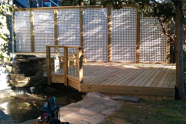 Hamilton Trellis and Pondside Deck