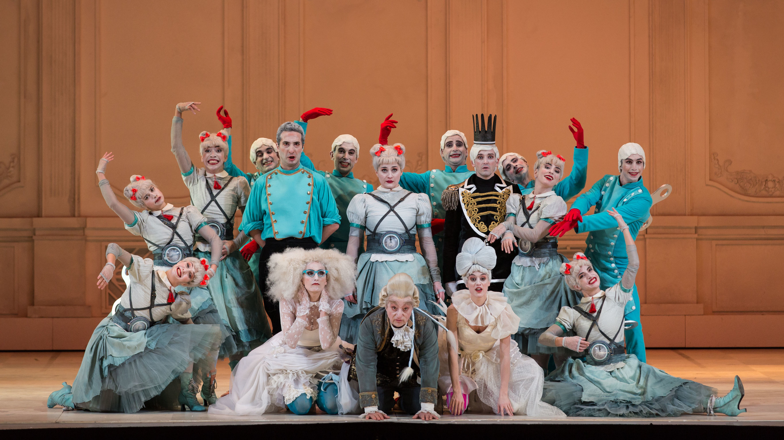 Gioacchino-Rossini-La-Cenerentola-regia-Emma-Dante-®Yasuko-Kageyama-Opera-di-Roma-2015-16-1.jpg