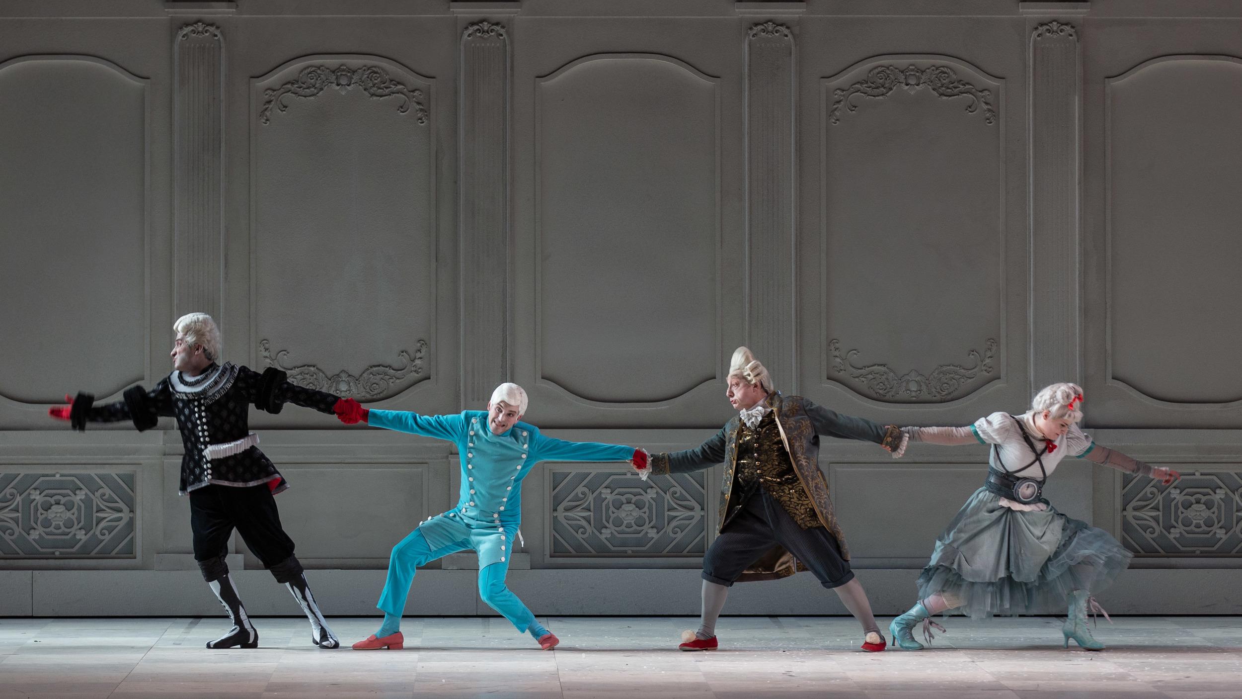 Gioacchino-Rossini-La-Cenerentola-regia-Emma-Dante-®Yasuko-Kageyama-Opera-di-Roma-2015-16-3.jpg