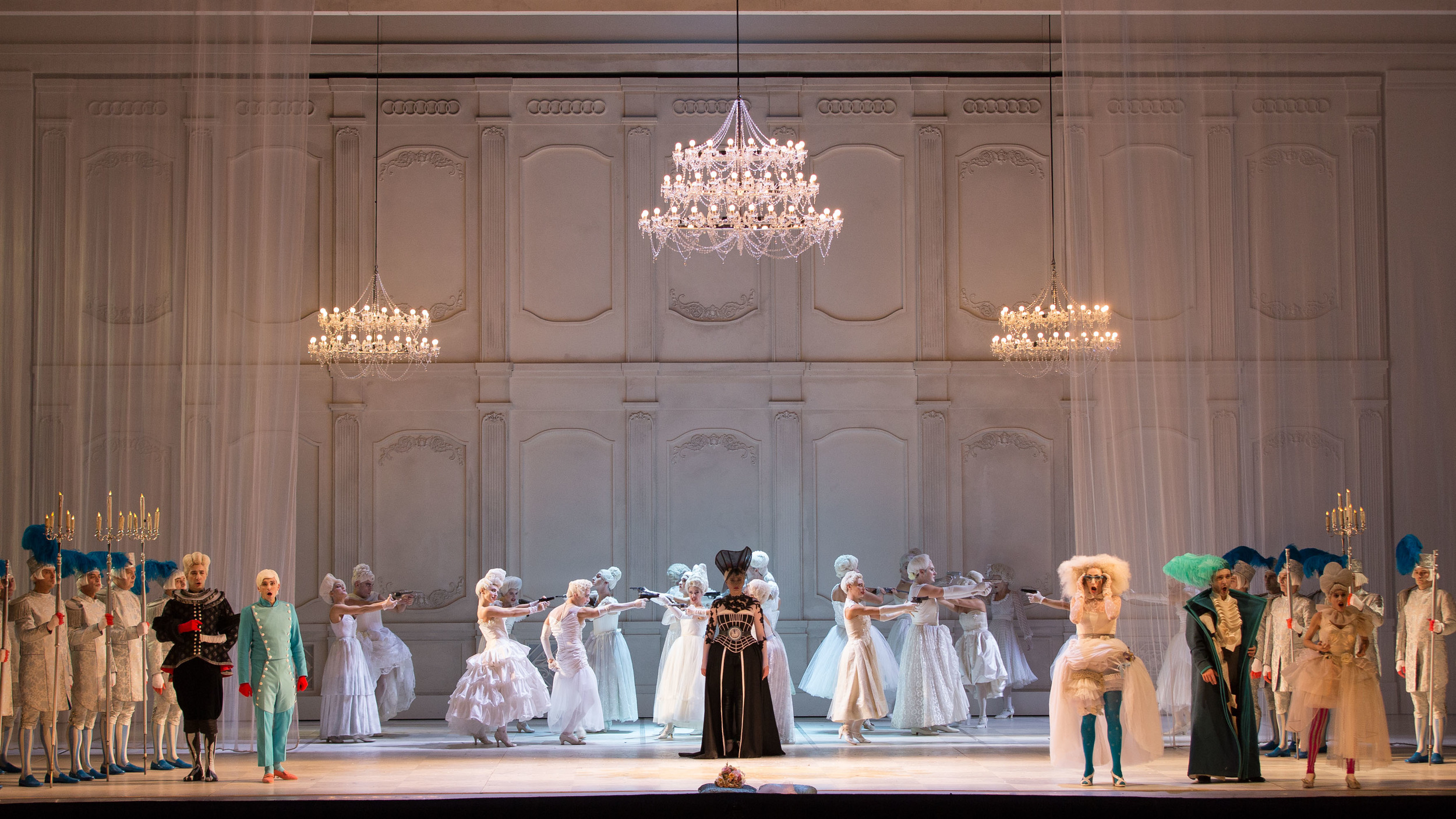 Gioacchino-Rossini-La-Cenerentola-regia-Emma-Dante-®Yasuko-Kageyama-Opera-di-Roma-2015-16.jpg