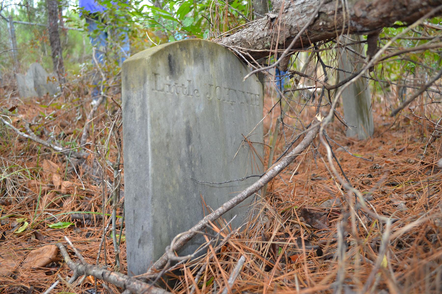Old Dubard Cemetery 004.jpg