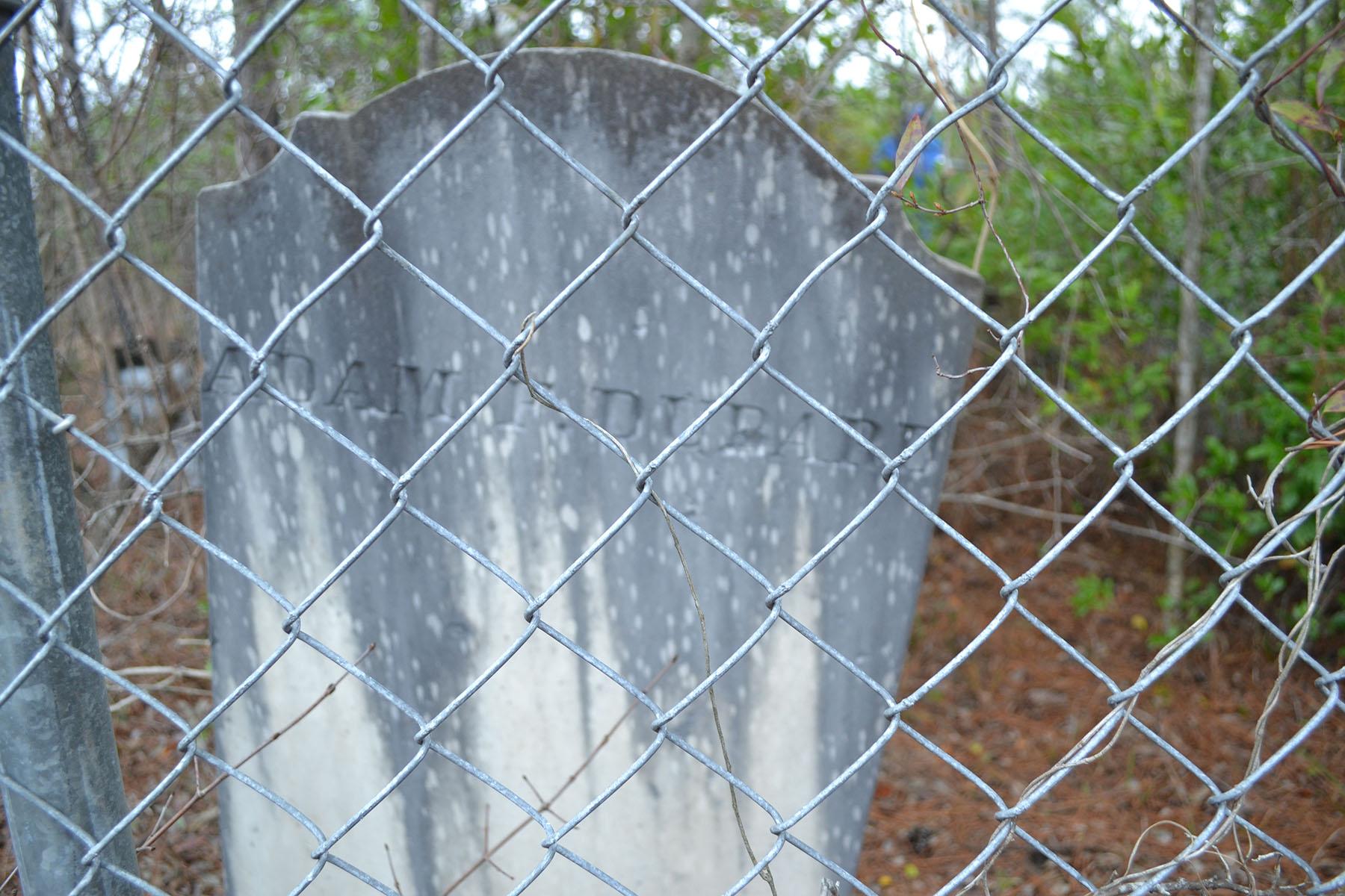 Old Dubard Cemetery 015.jpg