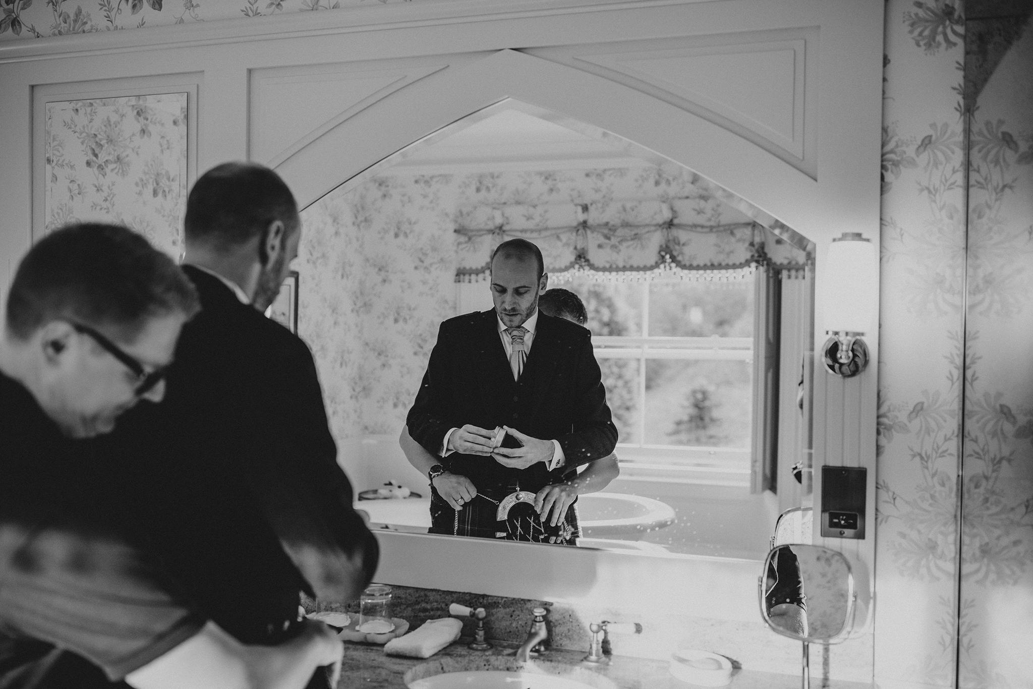 Crossbasket Castle Wedding Photographer (22).jpg