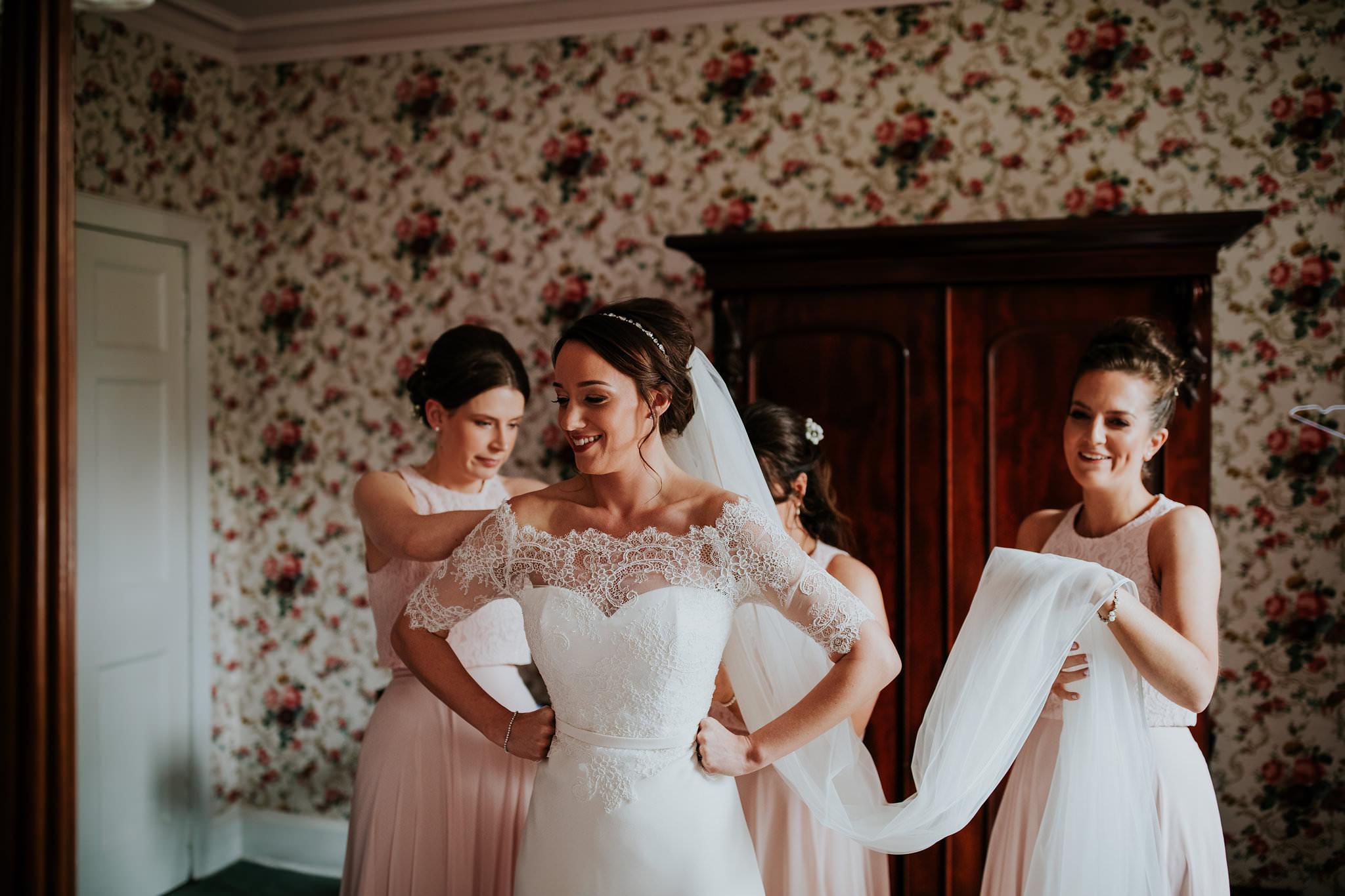 kirknewton stables wedding photographer (13).jpg