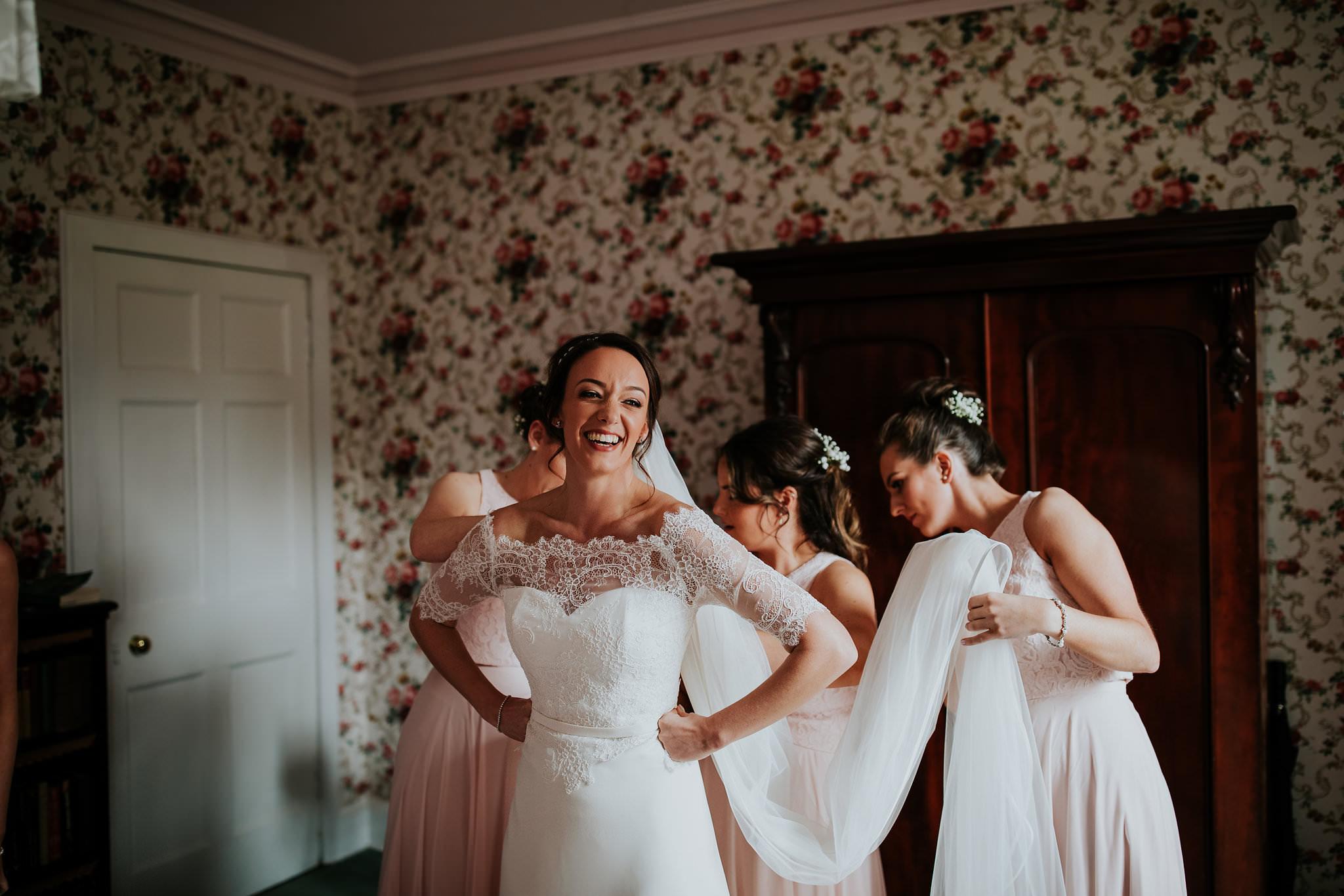 kirknewton stables wedding photographer (14).jpg