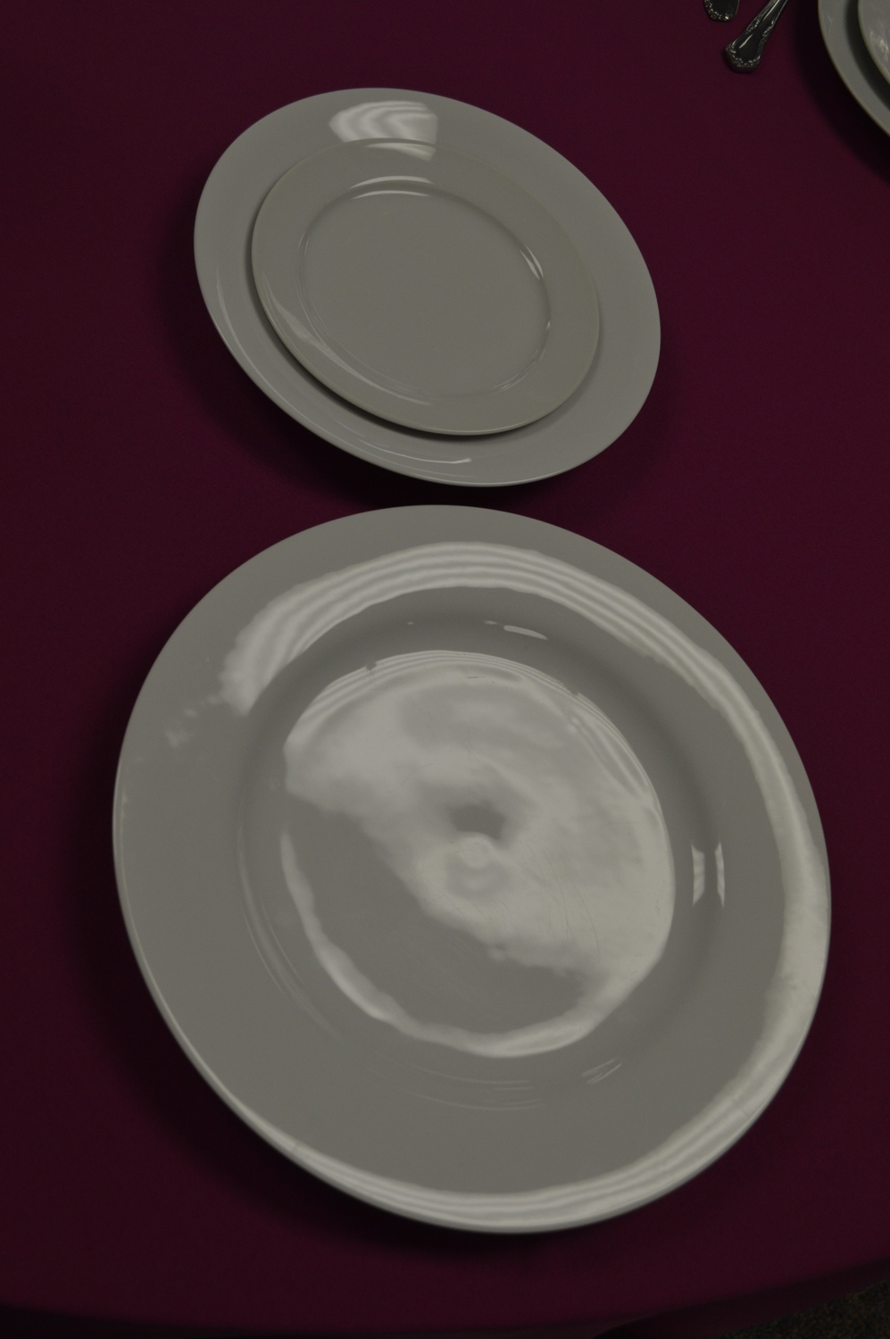 Start by setting your plates like this with the dinner plate on the bottom, salad plate above it, and then set the B&B plate on top of the salad plate. This is the snowman's body.